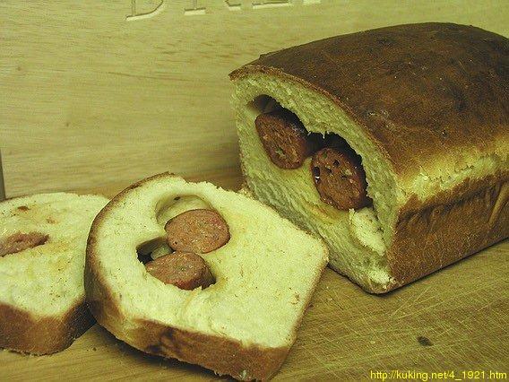 Хлеб с шалфеем и сардельками